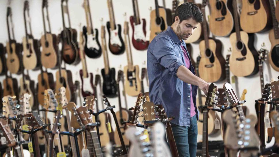 Keys to Buying an Acoustic Guitar